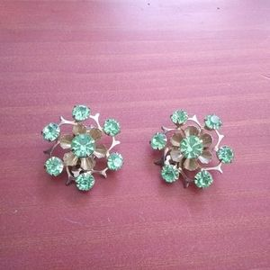 Vintage green peridot silver flower clipon earring